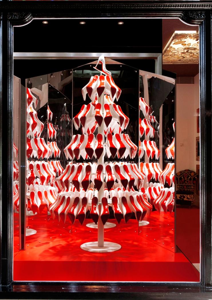 louboutin Les fenêtres de Noël de Christian Louboutin par studio XAG Les fenêtres de Noël de Christian Louboutin par studio XAG louboutin 1