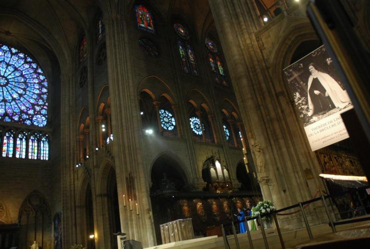 notre dame Près de 2.000 personnes célébrent les 850 ans de Notre-Dame de Paris Près de 2.000 personnes célébrent les 850 ans de Notre-Dame de Paris notre
