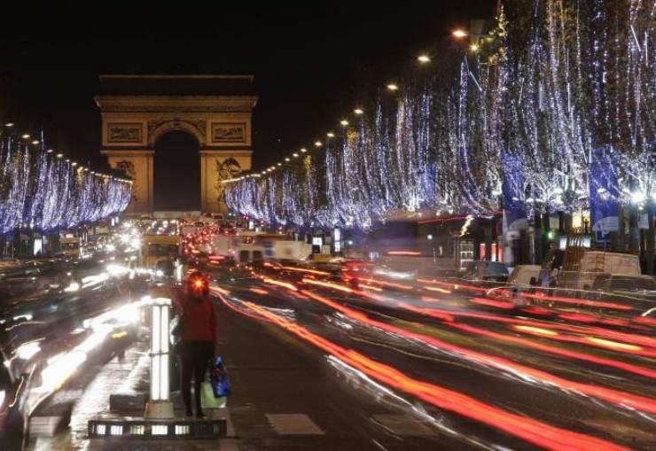 paris champs élysées noel Les 10 meilleurs éclairages de Noël de 2012 Les 10 meilleurs éclairages de Noël de 2012 p