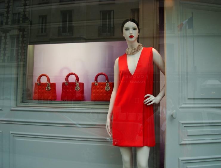 dior Dior: le magasin de luxe à Avenue Montaigne Dior: le magasin de luxe à Avenue Montaigne DSC01180
