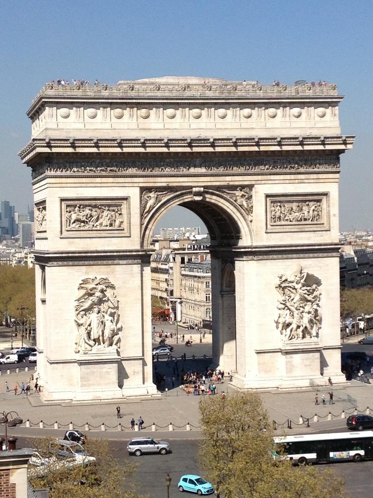 """""""Aujourd'hui et grâce au succès de sa première édition et de ses 15 000 spectateurs, commence la deuxième édition du Champs-Elysées Film Festival qui termine dans le 18 juin"""" Le Champs-Elysées Film Festival 2013 Le Champs-Elysées Film Festival 2013 Champs Elys  es Film Festival 3"""