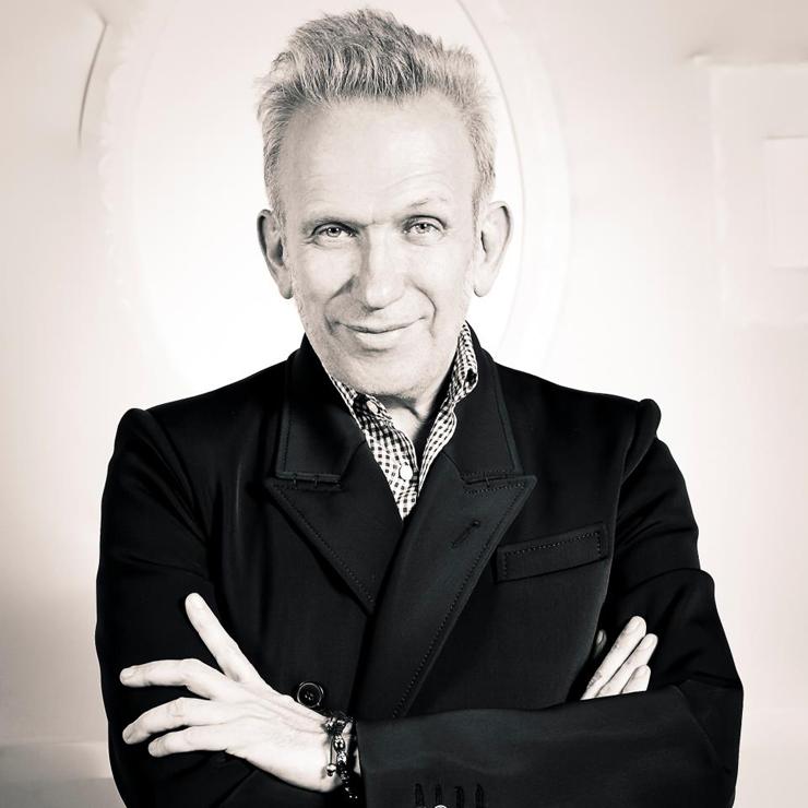 """""""Aujourd'hui nous vous présentons un des grands symboles de la culture française, le mondialement connu Jean Paul Gaultier. Il est un styliste, un grand couturier français, mais aussi un créateur de parfums"""" Le Monde de Jean Paul Gaultier Le Monde de Jean Paul Gaultier Jean Paul Gaultier"""