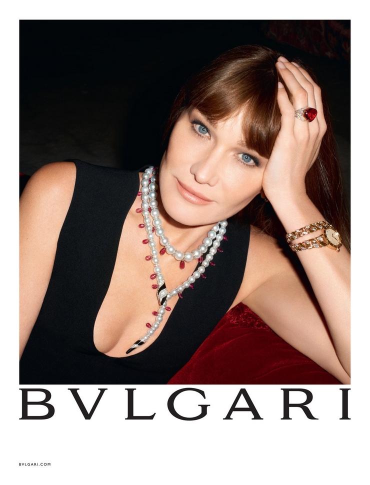 « C'est la première fois que Carla Bruni prête son image à une marque de haute joaillerie. Cette campagne de Bulgari est une campagne sur-mesure, tout en clair-obscur et lumière intimiste, dans laquelle Carla Bruni était radieuse » Carla Bruni: diva pour Bulgari Carla Bruni: diva pour Bulgari carla bruni pour bulgari