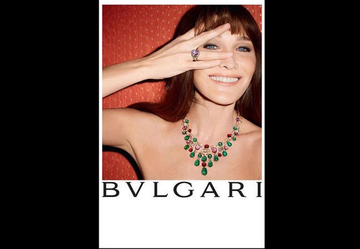 « C'est la première fois que Carla Bruni prête son image à une marque de haute joaillerie. Cette campagne de Bulgari est une campagne sur-mesure, tout en clair-obscur et lumière intimiste, dans laquelle Carla Bruni était radieuse » Carla Bruni: diva pour Bulgari Carla Bruni: diva pour Bulgari carla bulgari3 leader