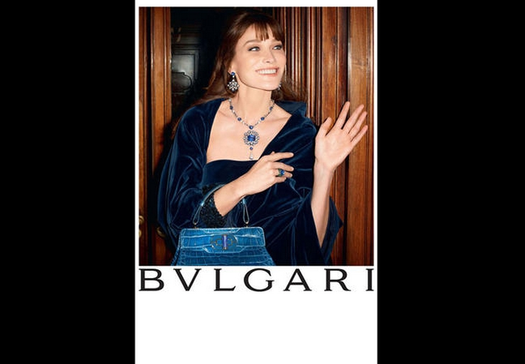 « C'est la première fois que Carla Bruni prête son image à une marque de haute joaillerie. Cette campagne de Bulgari est une campagne sur-mesure, tout en clair-obscur et lumière intimiste, dans laquelle Carla Bruni était radieuse » Carla Bruni: diva pour Bulgari Carla Bruni: diva pour Bulgari carla bulgari