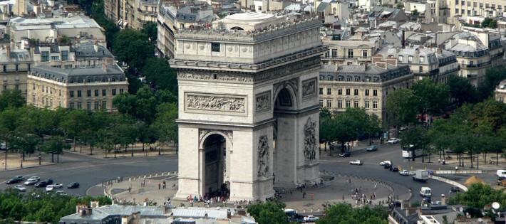 « Aujourd'hui nous continuons notre voyage à Paris, particulièrement sur les places considérés pour Paris Design Week »