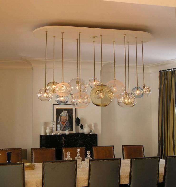 « Soit dans des hôtels, galeries, bars ou même chez nous, les lustres sont pièces de design imposants qui captent l'attention de toutes les personnes sur eux. » Les meilleurs lustres pour des grandes tables Les meilleurs lustres pour des grandes tables 31