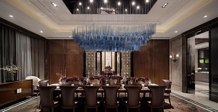« Soit dans des hôtels, galeries, bars ou même chez nous, les lustres sont pièces de design imposants qui captent l'attention de toutes les personnes sur eux. » Les meilleurs lustres pour des grandes tables Les meilleurs lustres pour des grandes tables 81
