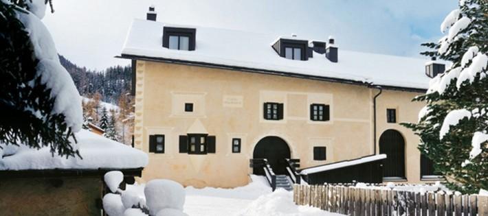 La maison de montagne luxueuse d'Armani