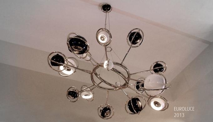 DELIGHTFULL: DE L'ELEGANCE A L'EXTRAVAGANCE, UN SYMBOLE DU DESIGN PORTUGAIS DELIGHTFULL: DE L'ELEGANCE A L'EXTRAVAGANCE, UN SYMBOLE DU DESIGN PORTUGAIS cosmic suspension chandelier dramatic delightfull mid century modern