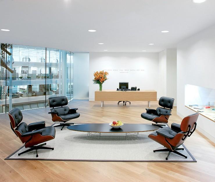 Décorations avec la chaise longue et le pouf de Charles et Ray Eames Décorations avec la chaise longue et le pouf de Charles et Ray Eames 55