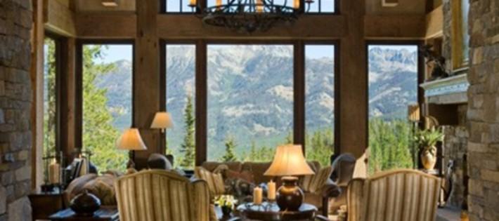 20 Inspirations d'intérieurs rustiques 20 Inspirations d'intérieurs rustiques rustic interior design large window mountain view chandelier 710x315