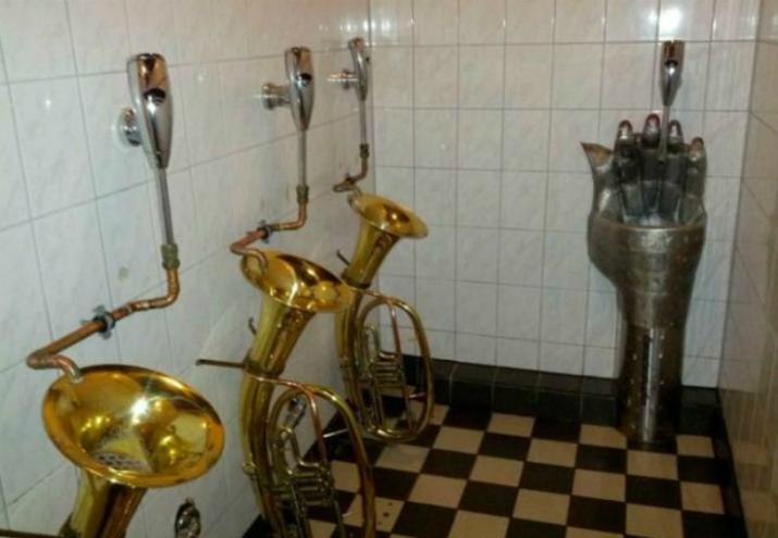 3 Découvrez 5 toilettes d'intérieures plutôt surprenantes... Découvrez 5 toilettes plutôt surprenants… 3