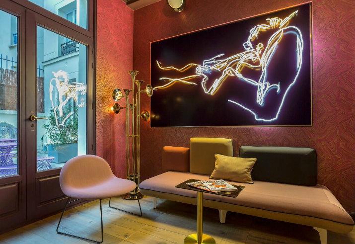 Des lampes de pieds inspirées par des hôtels de luxe