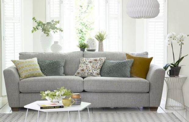 conseils de design 7 conseils de design d'intérieur pour un élégant salon 7 Must Do Interior Design Tips For Chic Small Living Rooms 768x630 620x400