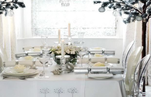 table Table de Noël – Des idées pour décorer votre salle à manger Featured Image
