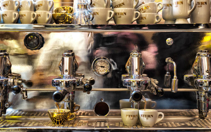 philippe starck - stern caffè stern Caffè Stern – Un Café iItalien Au Coeur De Paris 31