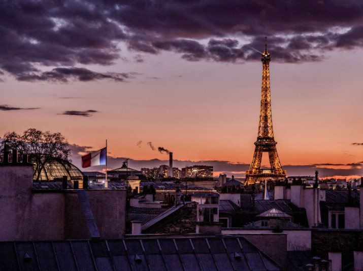 hôtel littéraire parisien pavillon des lettres Paris Hôtels: Le Pavillon des Lettres par Kerylos Intérieurs tour eiffel drapeau