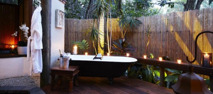 10 idées étonnantes de salles de bain tropicales que vous devez voir