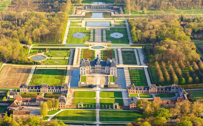 Les jardins du château de Vaux-le-Vicomte  Top 10 Des Jardins Mythiques A Découvrir ce Printemps Vaux le vicomte