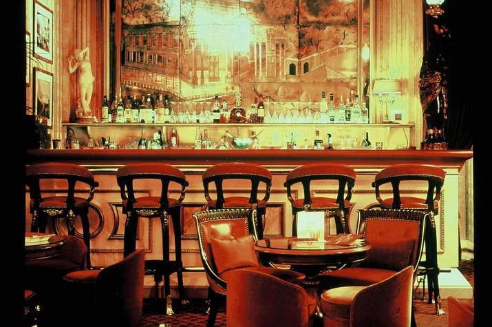 Le Bureau de Coco Chanel a été Vendu à Ritz-Paris pour un Rrix Record  Le Bureau de Coco Chanel a été Vendu à Ritz-Paris pour un Prix Record Le Bureau de Coco Chanel a   t   Vendu    Ritz Paris pour un Rrix Record 2