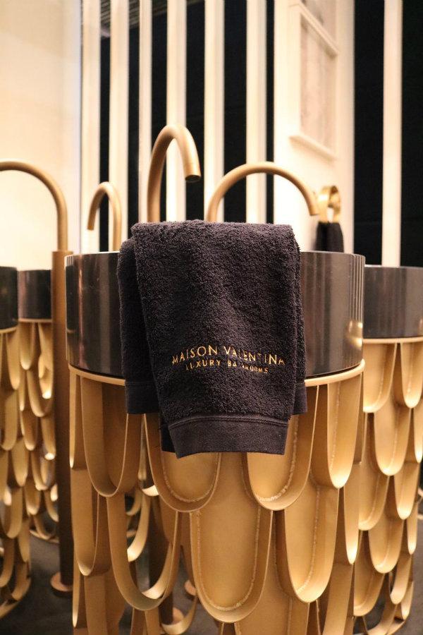 Celles Marques De Design Luxueuse Sont Le Meilleur Qui M&O A À Offrir! MV4