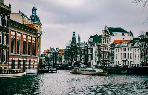 Top 5 : Une inspiration européenne ? Pourquoi pas !  Top 5 : Une inspiration européenne ? Pourquoi pas ! amsterdam architecture boat 967292 620x400