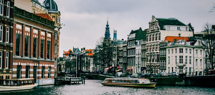 Top 5 : Une inspiration européenne ? Pourquoi pas !  Top 5 : Une inspiration européenne ? Pourquoi pas ! amsterdam architecture boat 967292 710x315
