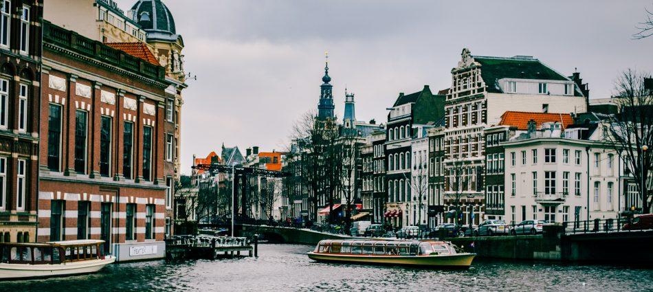 Top 5 : Une inspiration européenne ? Pourquoi pas ! amsterdam architecture boat 967292 950x425