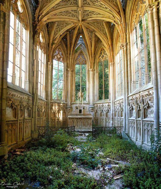 abandoned 5 Abandoned Places to Discover in France b1cd289e2e59c6e061b4c6e2d367f3b9