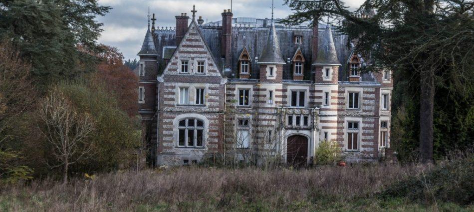 5 Lieux Abandonnés à Découvrir en France chateau lamare 2 1024x682 950x425